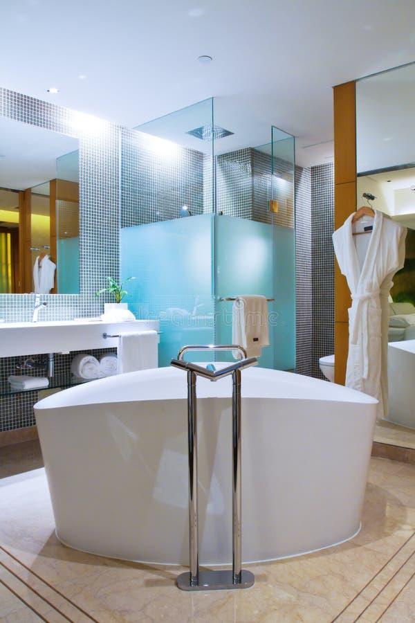 ванная комната самомоднейшая стоковое изображение