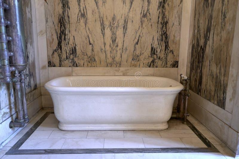 Ванна внутри дворца Каса Lomas стоковые фотографии rf