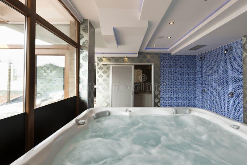Ванна джакузи в спа-центре гостиницы стоковое изображение