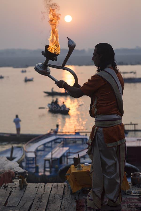Варанаси, aarti, Индия, индусская, Ганг, ganga, puja, индеец, церемония, религиозная, pradesh, uttar, ритуал, река, огонь, культу стоковые фото