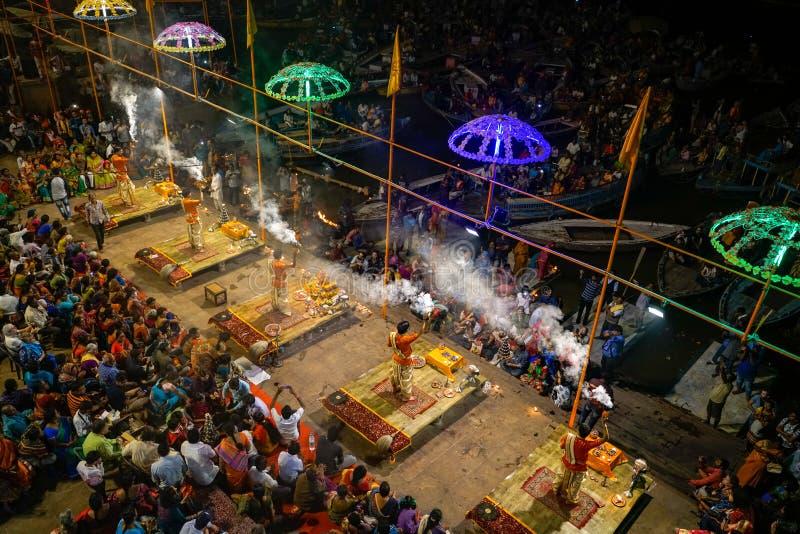 Варанаси/India-07 11 2018: Церемония близко к Ganga в Варанаси стоковое фото