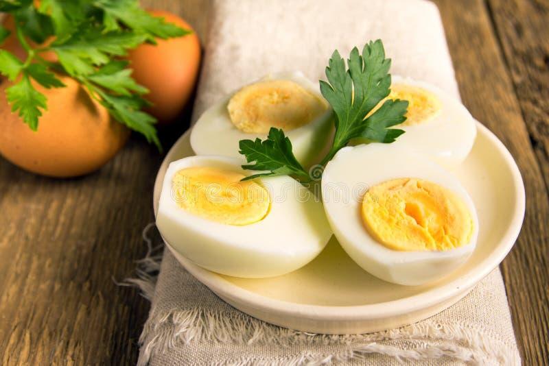Вареные яйца на плите стоковая фотография rf
