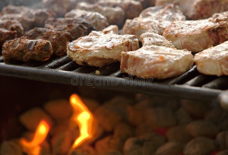 варить мясо стоковое фото rf