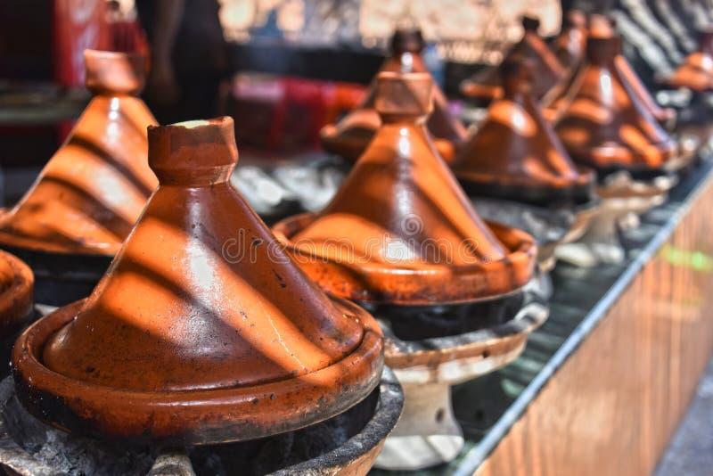 Варить традиционное морокканское tajine стоковая фотография rf