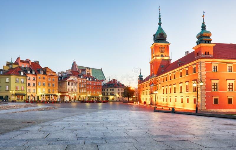 Варшава, королевский замок и старый городок на заходе солнца, Польша стоковые изображения rf