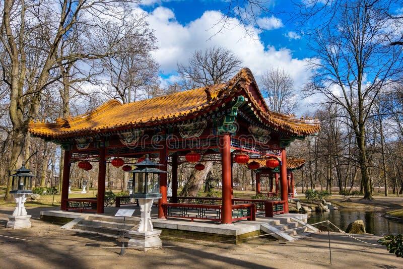 Варшава, Польша, 7-ое марта 2019: Китайский сад в парке Lazienki стоковые фотографии rf