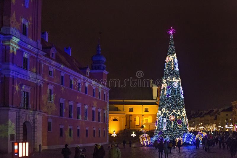 ВАРШАВА, ПОЛЬША - 1-ОЕ ЯНВАРЯ 2016: Праздновать Новый Год 2016 в Варшаве стоковое изображение rf