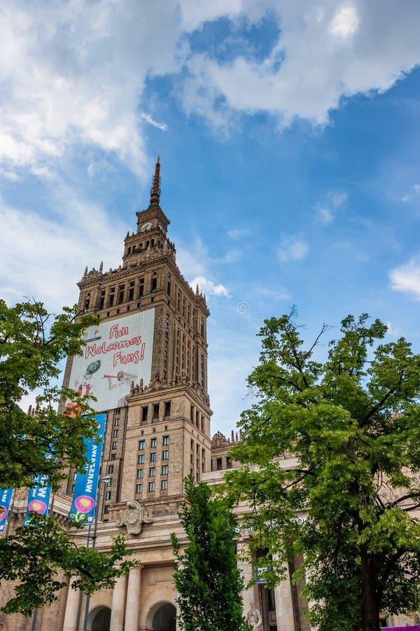 ВАРШАВА, ПОЛЬША - ОКОЛО июнь 2012 - дворец культуры и науки стоковые изображения rf