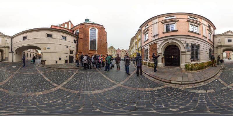 Варшава, Польша - сферически панорама 2018 3D с углом наблюдения 360 градусов старого городка Подготавливайте для виртуальной реа стоковое изображение