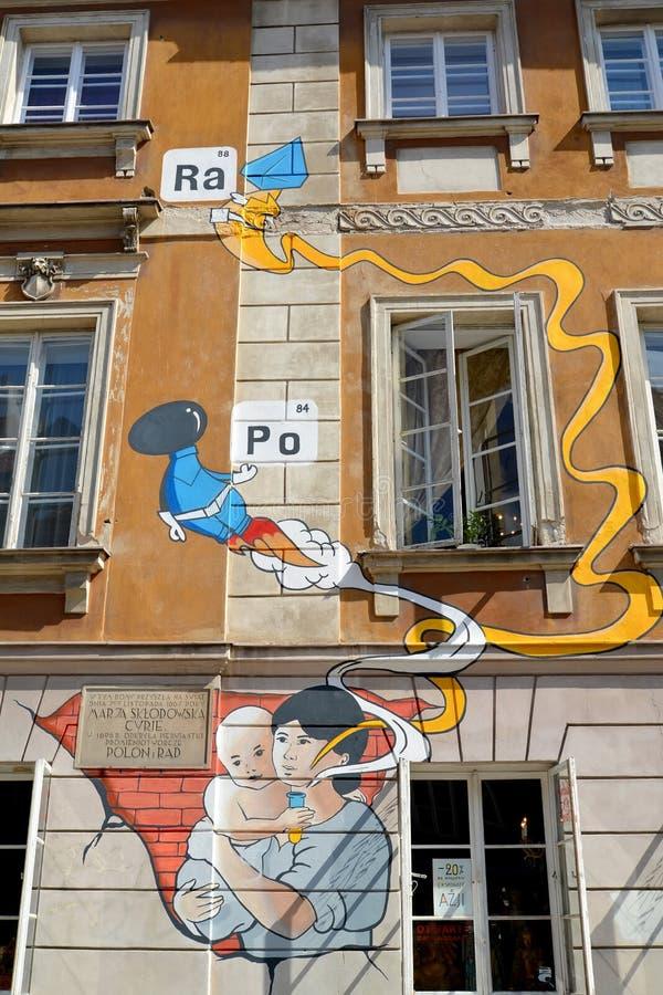 Варшава, Польша Граффити на здании музея Sklodovskaya-Кюри Марии стоковое фото rf