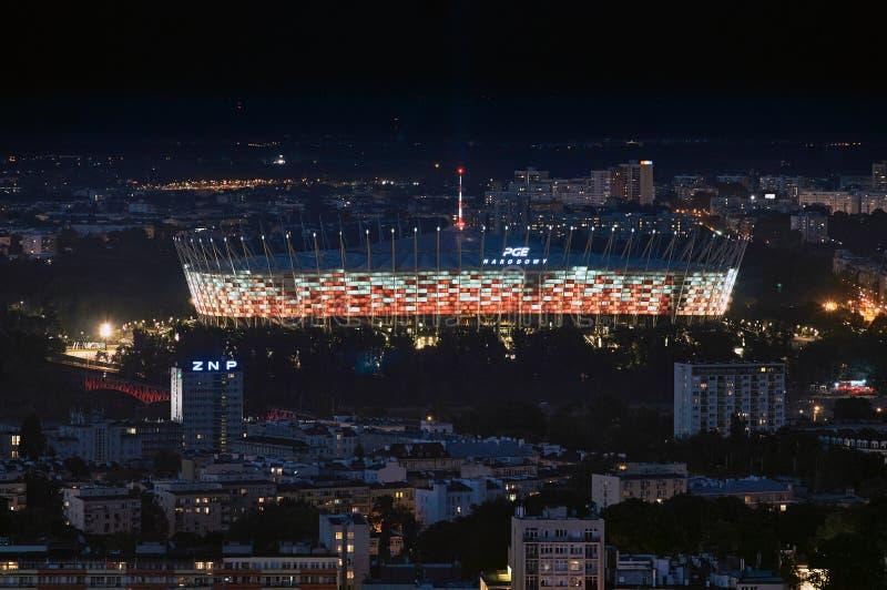 Варшава, Польша - 27-ое августа 2016: Воздушный панорамный взгляд к национальному стадиону, центру города польской столицы к ноча стоковые фотографии rf