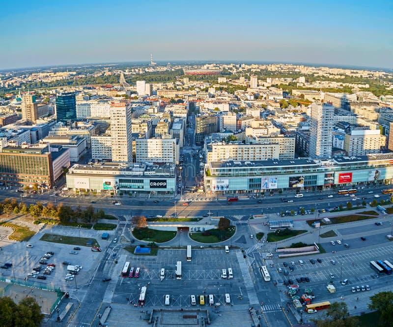 Варшава, Польша - 27-ое августа 2016: Воздушный панорамный взгляд к центру города польской столицы на заходе солнца, от верхнего  стоковые фото