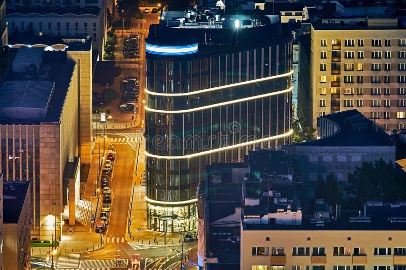 Варшава, Польша - 27-ое августа 2016: Воздушный панорамный взгляд к центру города польской столицы к ноча, от верхнего дворца стоковые изображения
