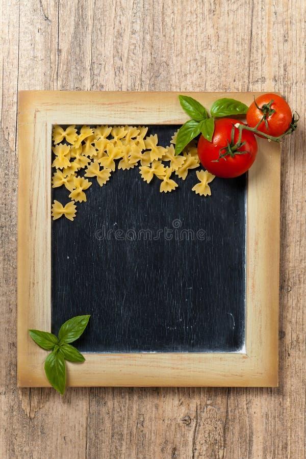 варящ ингридиенты еды итальянские стоковое изображение rf