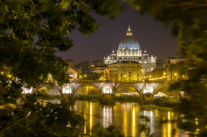 Ватикан на ноче стоковые фотографии rf