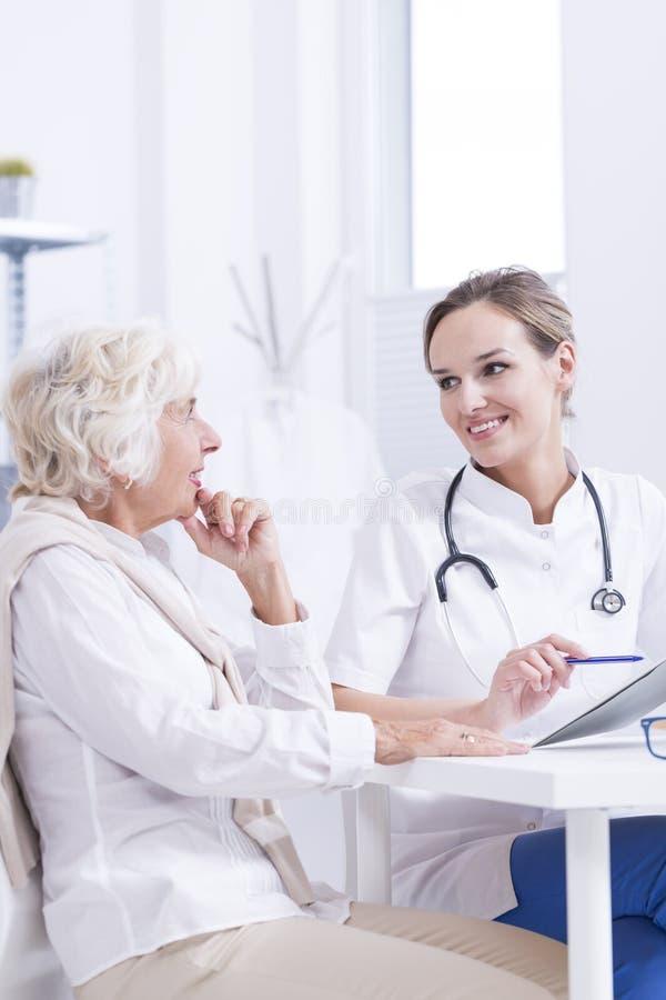 Ваши результаты медицинского анализа хороши стоковые фото