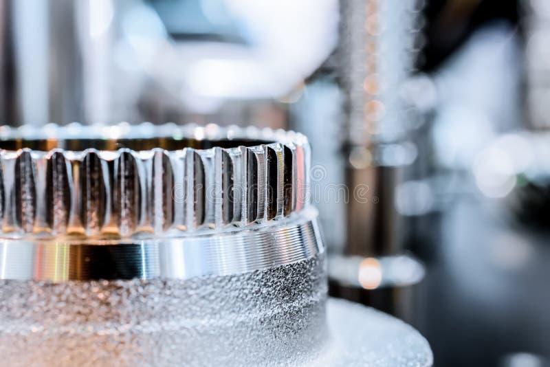Вал металла после подвергать механической обработке на CNC механического инструмента стоковое фото rf
