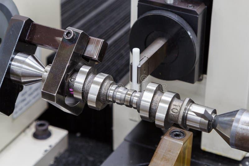 Вал с кулачками осмотра подвергая механической обработке процесса стоковые фото