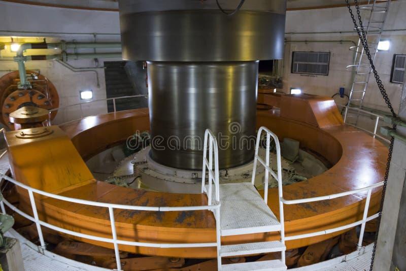 Вал турбины на ГЭС itaipu - горизонтальном стоковые изображения