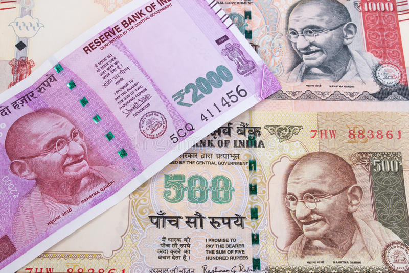 Download 2000 валют рупии новых индийских над 500 рупиями и 1000 рупиями Стоковое Изображение - изображение насчитывающей двухстороннего, конец: 81811051