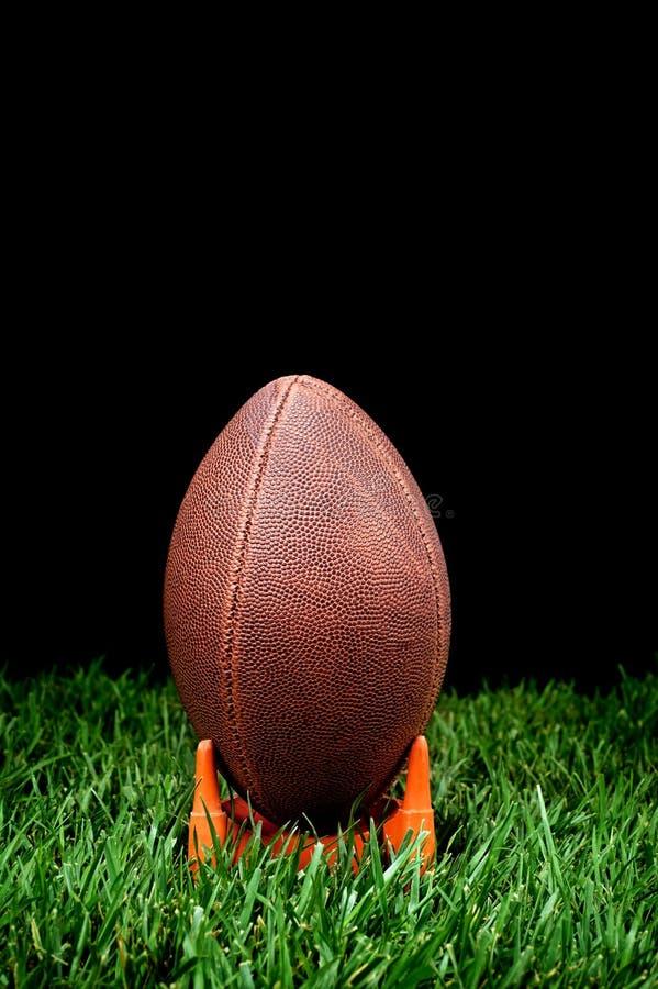 Введение мяча в игру футбола стоковое изображение rf