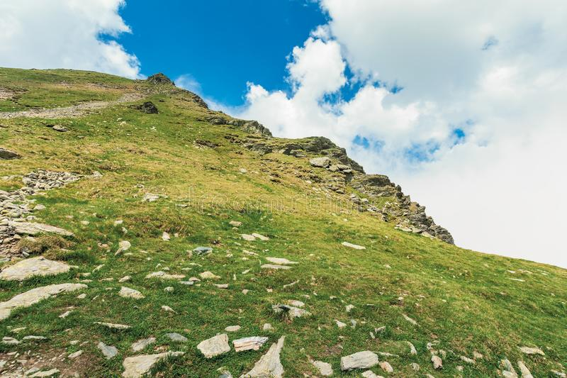 Вверх высокий холм стоковая фотография