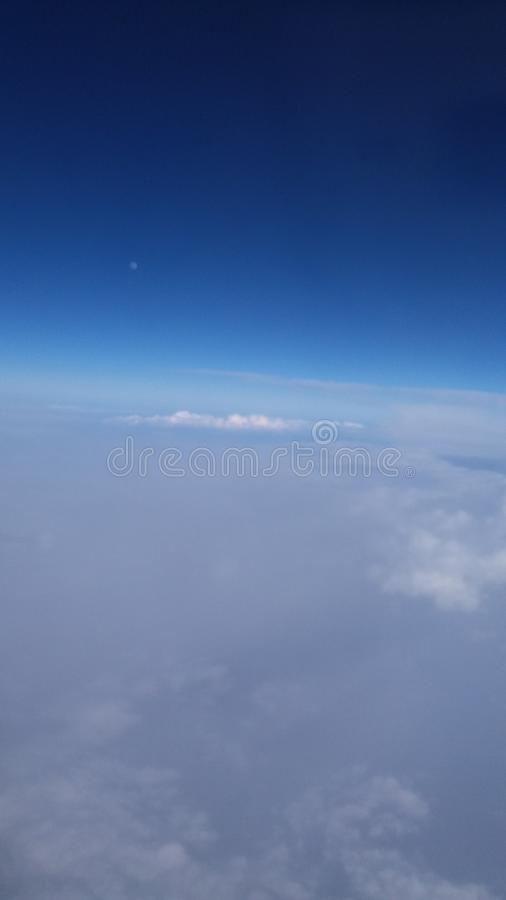 Вверх по в небу езды самолета воздуха солнечному стоковая фотография rf