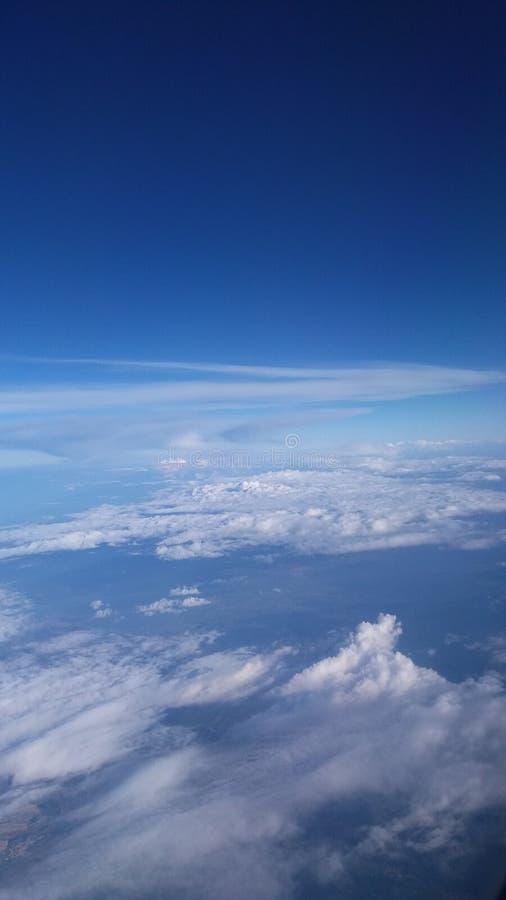 Вверх по в облакам sunmer отключения Мальты воздуха небесно-голубым стоковые фото