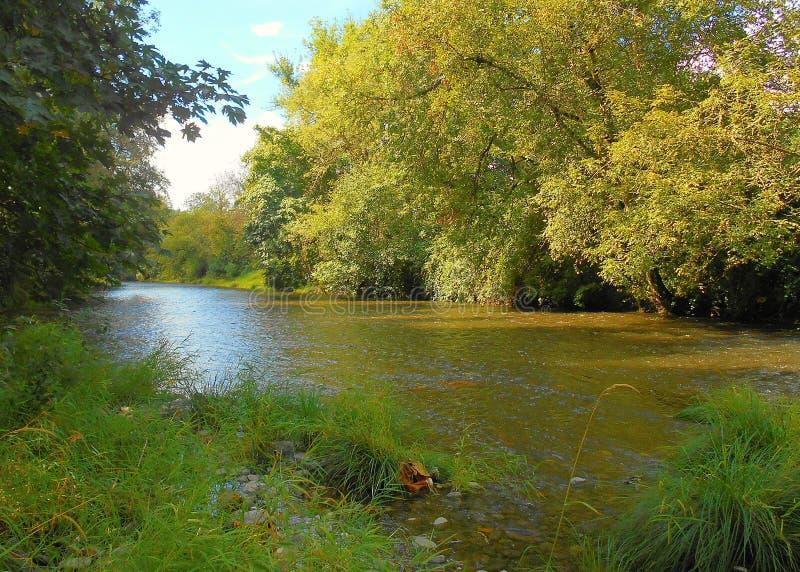 Вверх по ленивому реке стоковое фото rf