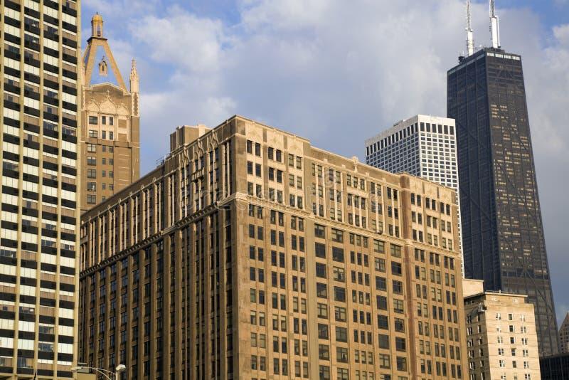 вдоль золота свободного полета chicago зданий стоковое фото