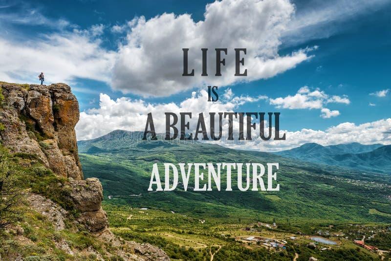 Вдохновляющая мотивационная цитата на предпосылке природы стоковое изображение rf