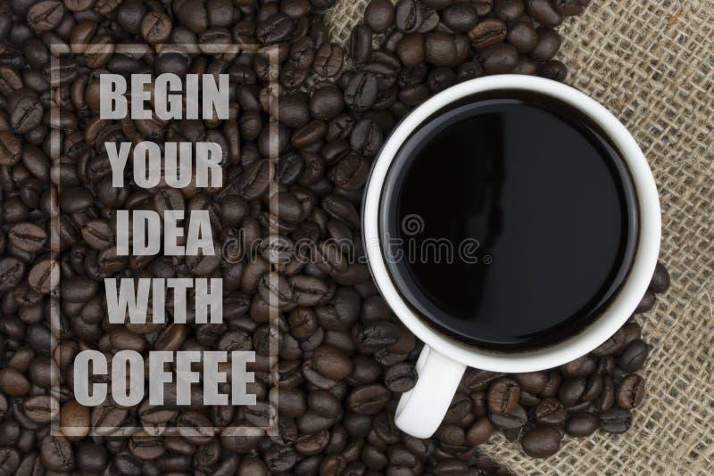 Вдохновляющая цитата с предпосылкой кофейных зерен и кофейной чашки стоковые изображения