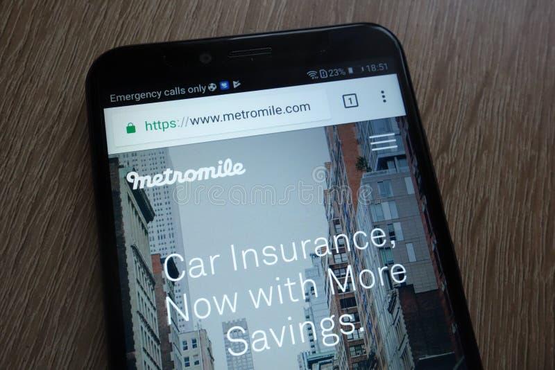 Вебсайт компании fintech Metromile показал на современном смартфоне стоковые изображения