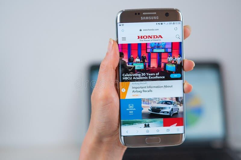 Вебсайт Honda раскрытый на черни стоковые изображения rf