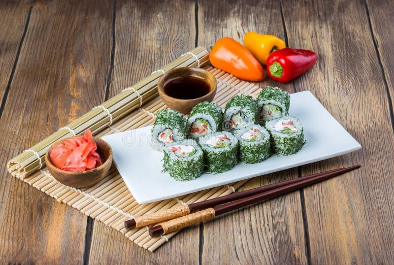 Вегетарианские суши свертывают набор стоковая фотография rf