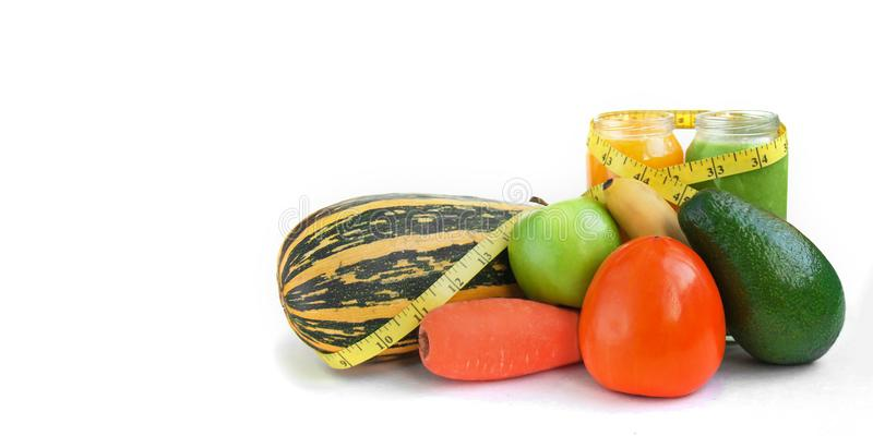 Вегетарианские сырцовые соки smoothies концепции еды голодая для потери здоровья и веса стоковые изображения