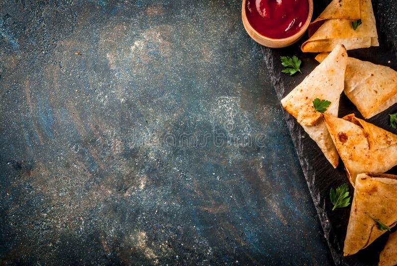 Вегетарианские samosas samsa стоковое изображение
