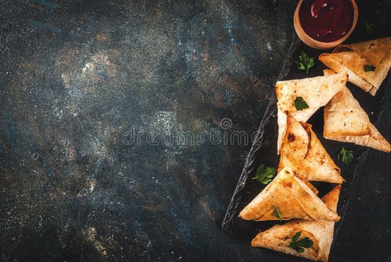 Вегетарианские samosas samsa стоковые фотографии rf