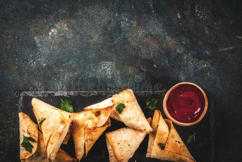 Вегетарианские samosas samsa стоковое фото
