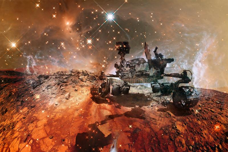 Вездеход Марса любопытства исследуя поверхность красной планеты стоковое изображение rf