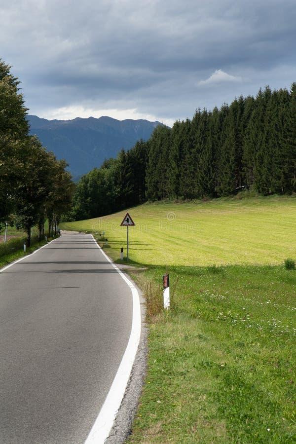Везде, где дорога может принять меня стоковое изображение rf
