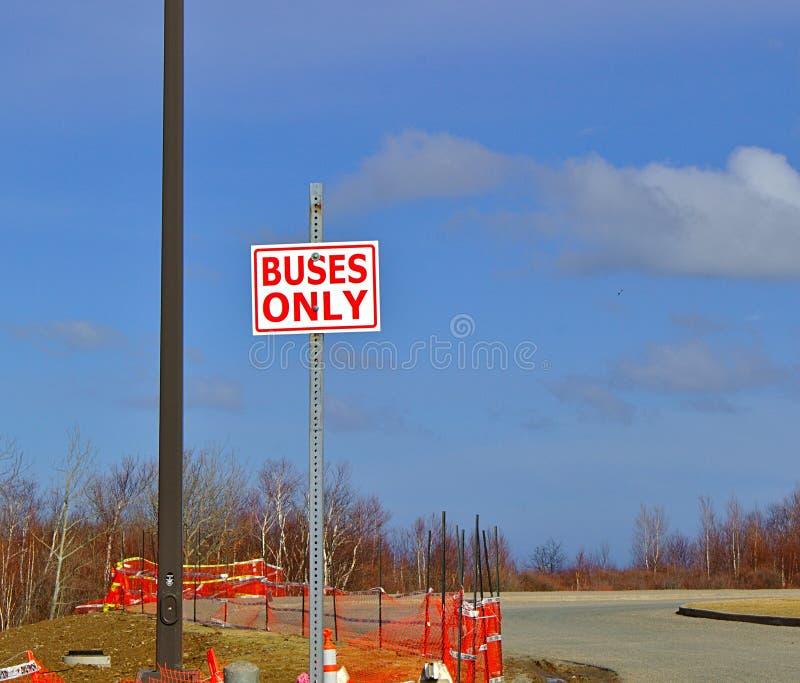 Везет только знак на автобусе стоковое фото rf
