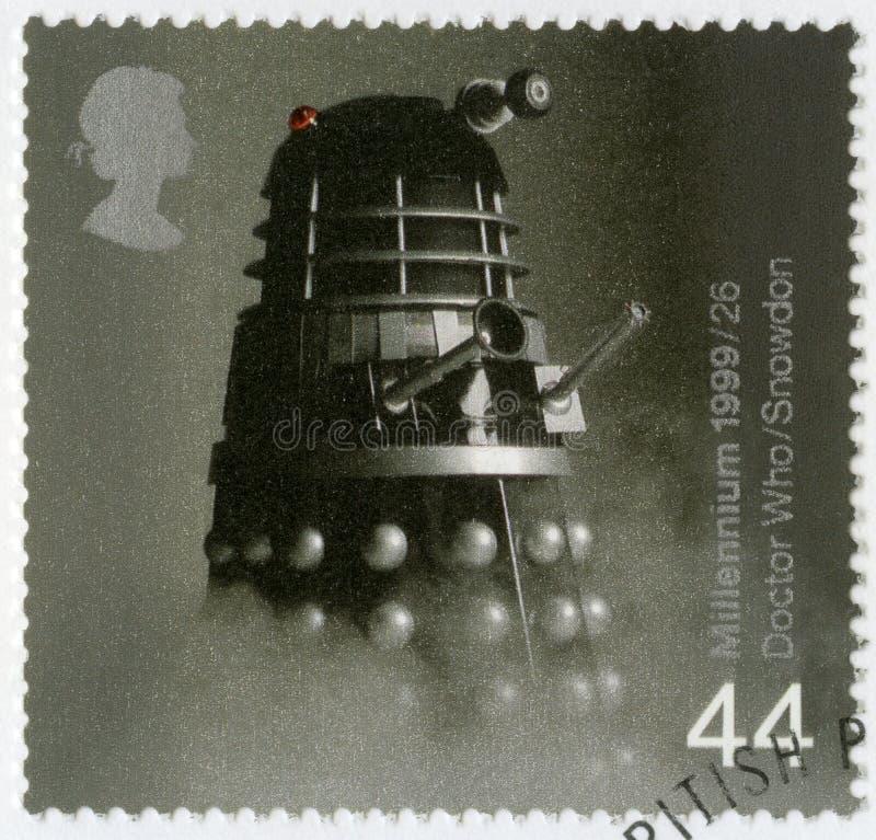 ВЕЛИКОБРИТАНИЯ - 1999: выставки Dalek от телесериала доктора Котор, достижений серии великобританских во время за 1000 лет стоковое изображение rf