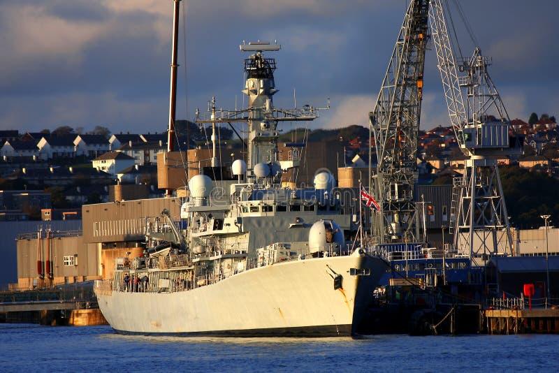великобританский военный корабль гавани стоковые фотографии rf