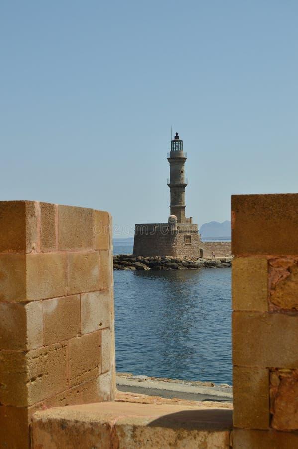 Великолепные виды маяка древности в порте Chania Перемещение архитектуры истории стоковая фотография rf