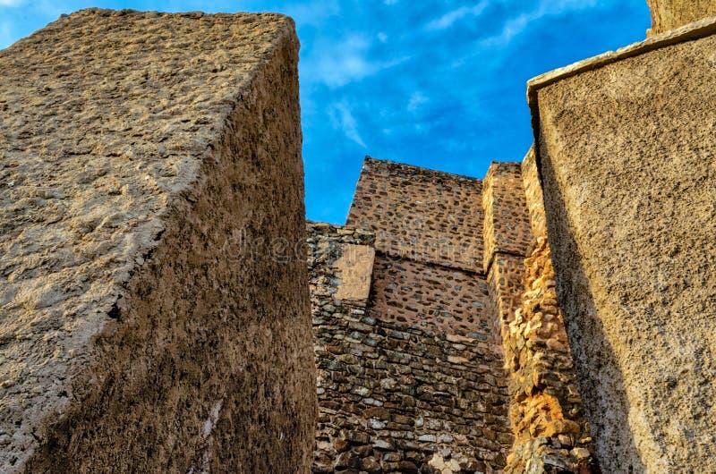 Величественные стены форта Muttrah стоковое изображение rf