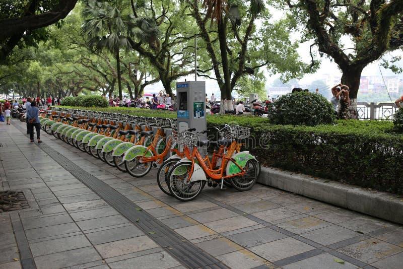 Велосипеды в аренду в Китае стоковое фото rf