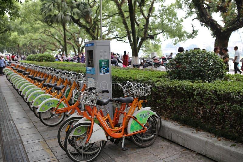 Велосипеды в аренду в Китае стоковые фотографии rf