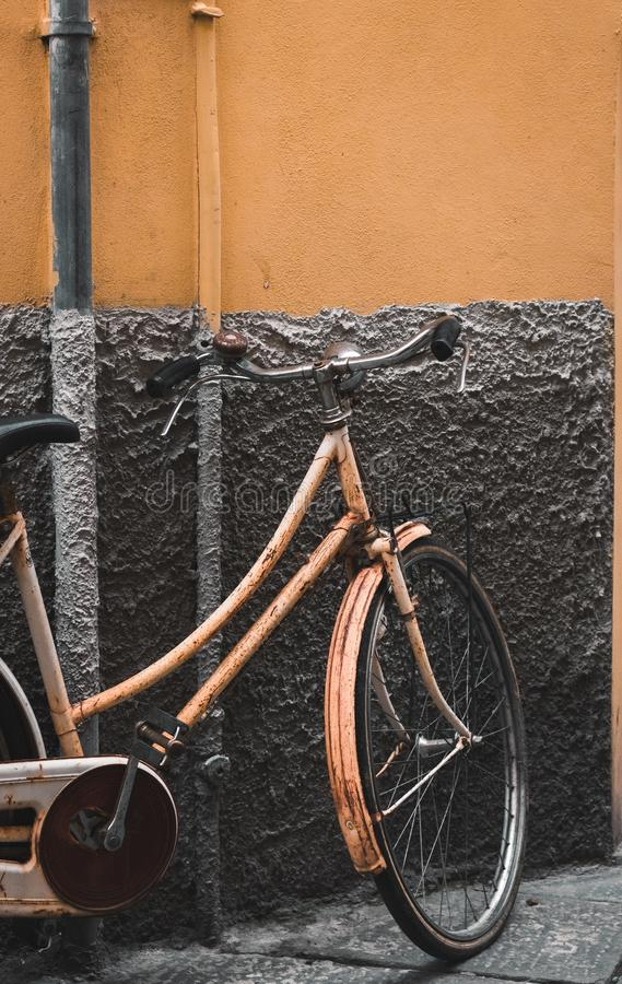 Велосипед в Лукке, Италии стоковые фото