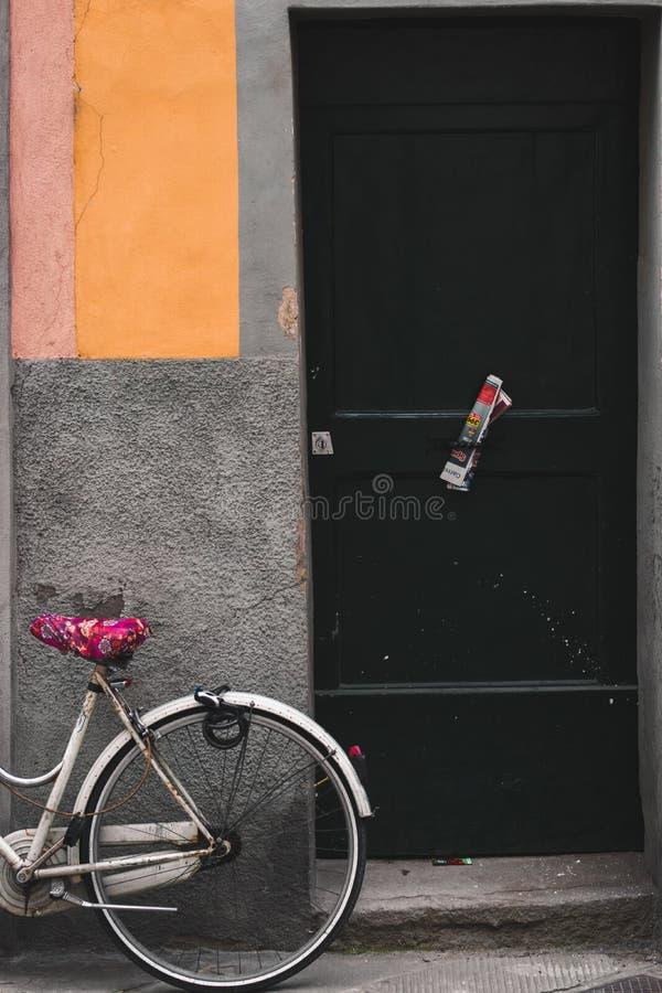 Велосипед в Лукке, Италии стоковые изображения rf